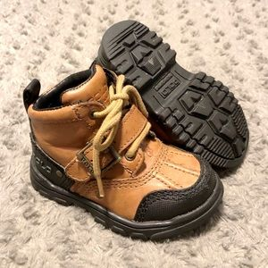 Baby polo duck boots size 6.5 Great condition!